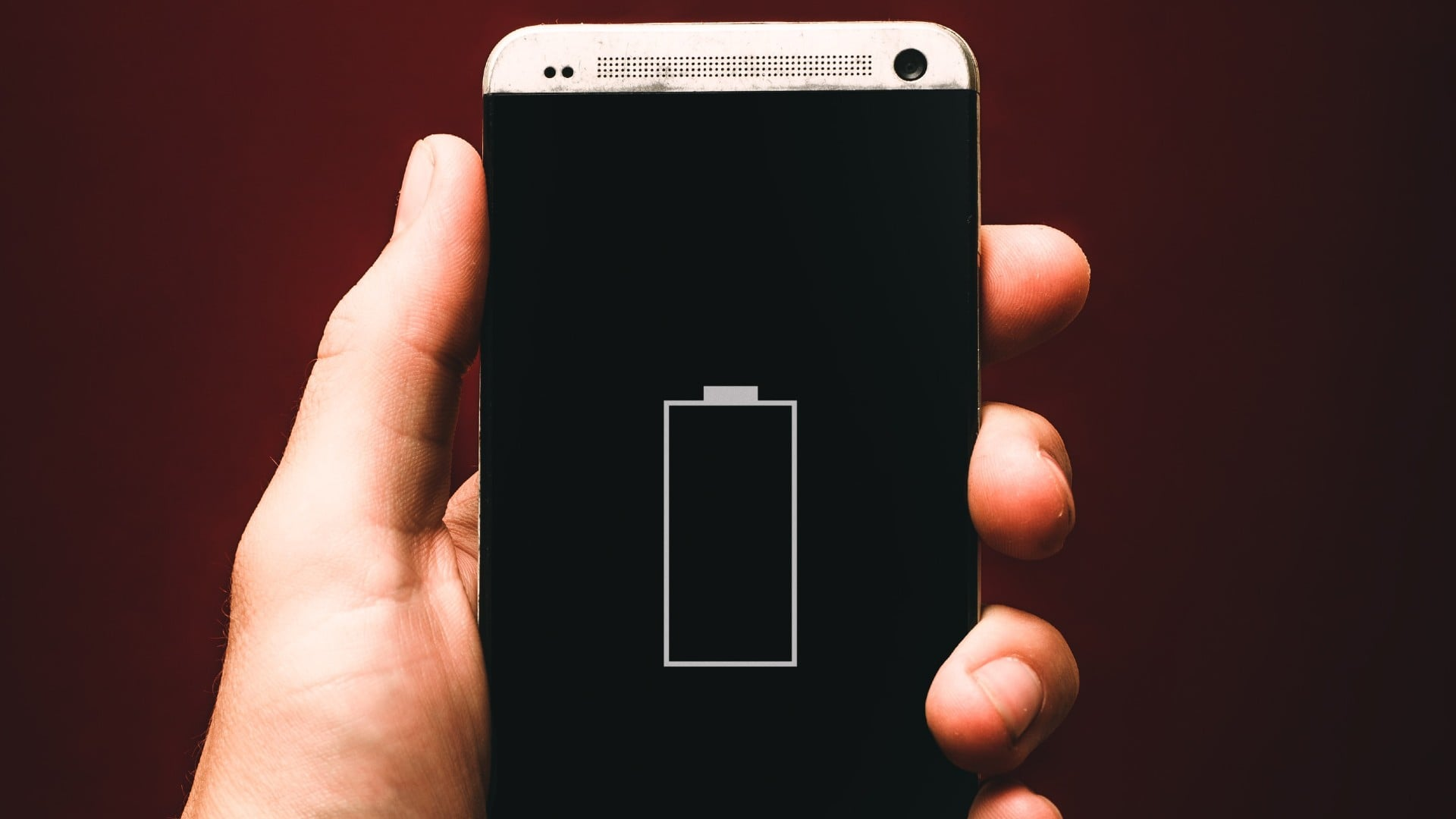 How does a mobile phone understand how much the battery is charged